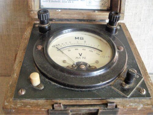 Vokiškas elektros matavimo prietaisas