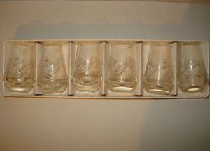 Sovietinių stikliukų rinkinys dėžutėje